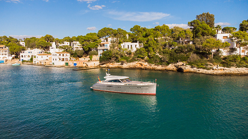 Mykiney Luxury Yacht chartering in Port de Cala d'Or - Mallorca