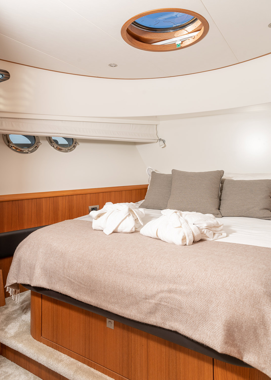 view of the master bedroom on a Luxury Yacht Charter made by Mulder motoryacht